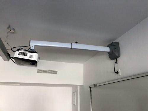 Држач за ЛЦД проектор со кратка проекција